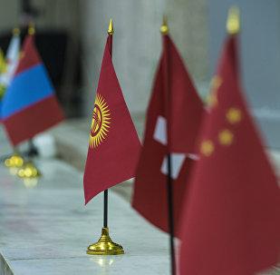 Флаги Кыргызстана и других стран. Архивное фото