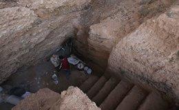 В Кыргызстане есть человек, живущий в пещере. Видео