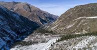 Снег в горах. Архивное фото