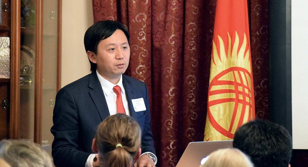 Архивное фото посла Кыргызской Республики в США Кадыра Токтогулова