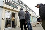 Магазин розничной продажи каннабиса в Уайтхорсе. (Канада) Архивное фото