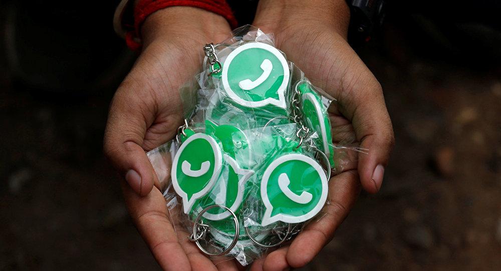Брелки WhatsApp. Архивное фото