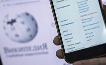 Открытый на смартфоне страница Википедии