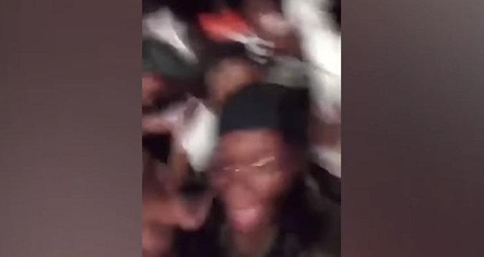 Во время вечеринки в США под танцующими студентами провалился пол. Видео