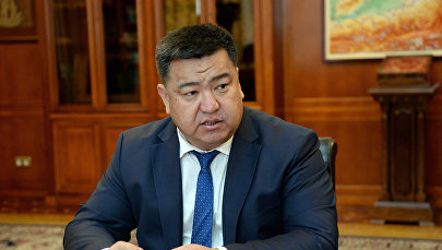 Архивное фото министра сельского хозяйства, пищевой мелиорации и промышленности Нурбека Мурашева