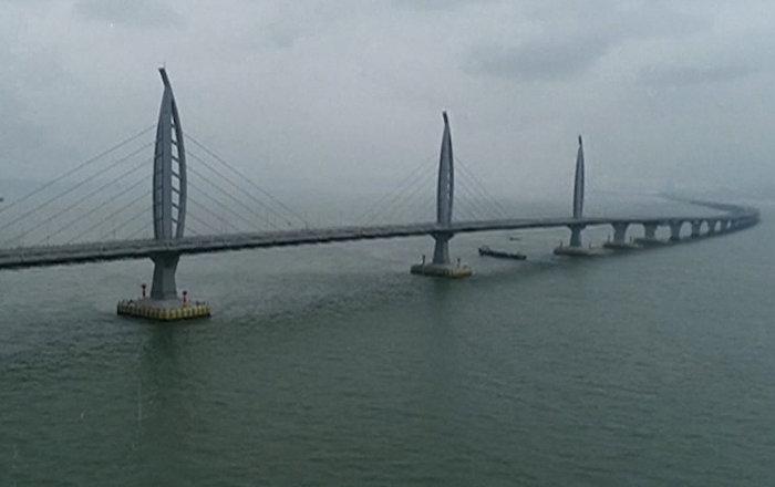 В Китае открыли самый длинный мост в 55 км — видео