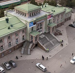Бишкек темиржол вокзалы. Архивдик сүрөт