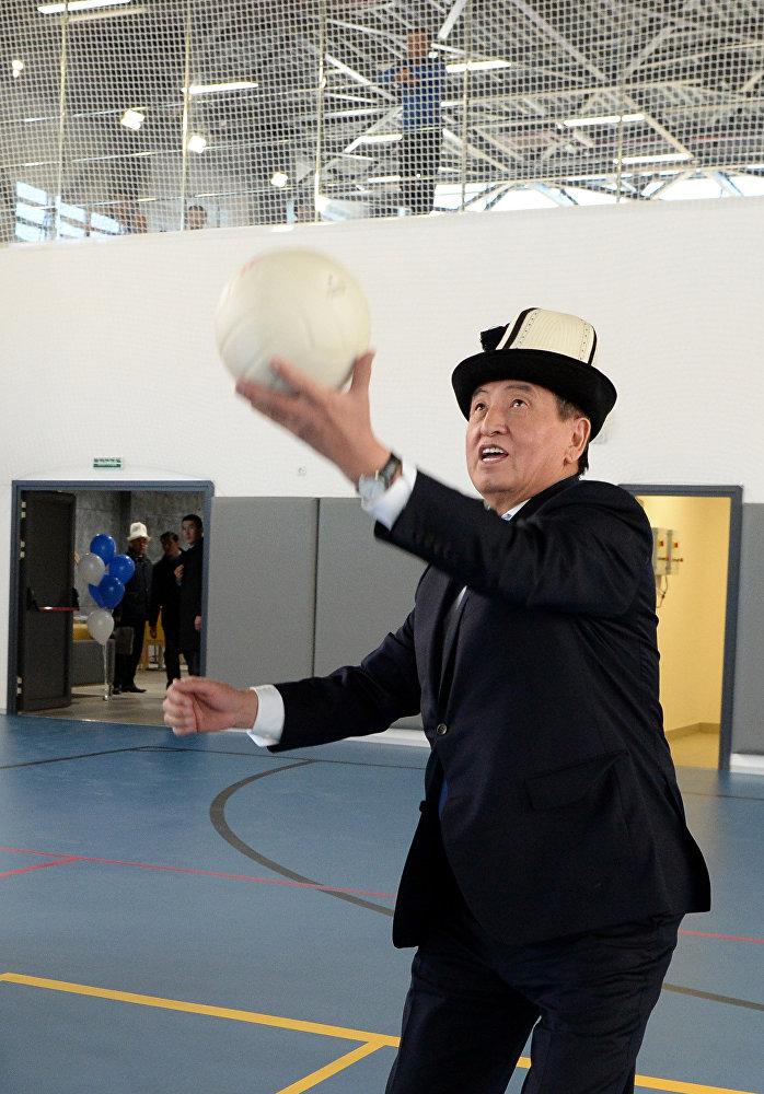 Открытие спортивного комплекса, построенного в г. Нарын компанией Газпром