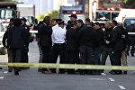 CNN штаб-квартирасынын алдында турган полиция кызматкерлери. Нью-Йорк