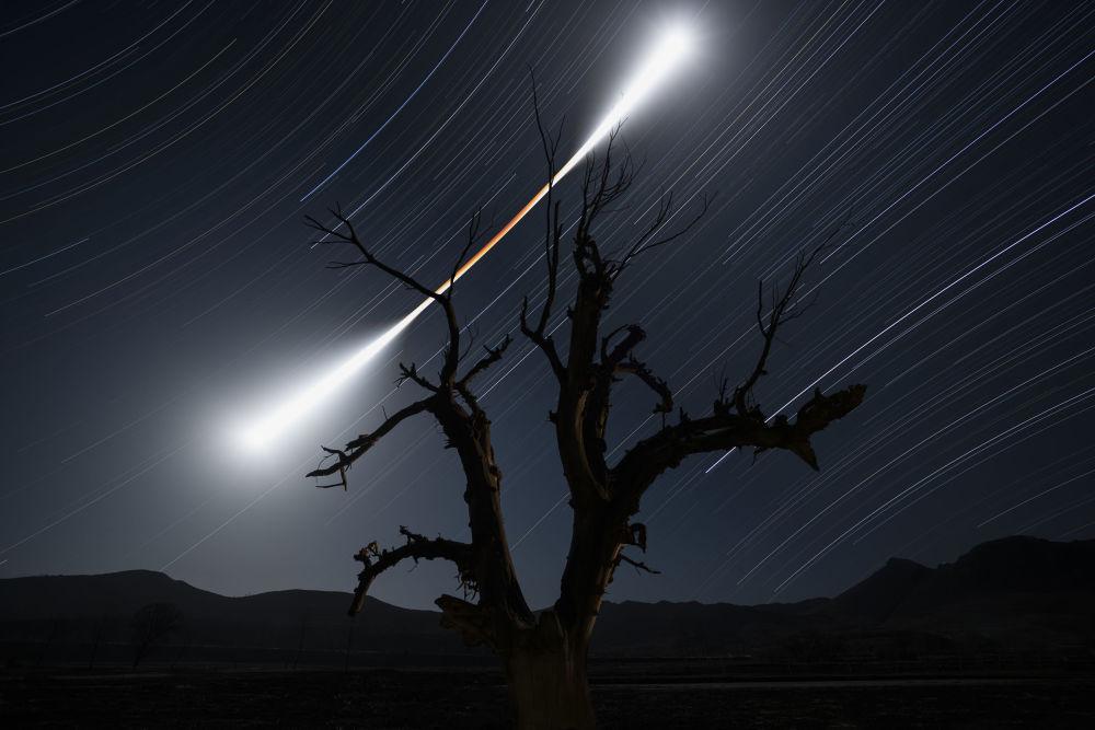 Второе место в категории Небесные пейзажи завоевал китайский фотограф Су Чуаньцзинь за впечатляющий снимок лунного затмения