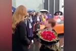 Китаец сделал предложение, купив девушке Lamborghini, но получил отказ. Видео