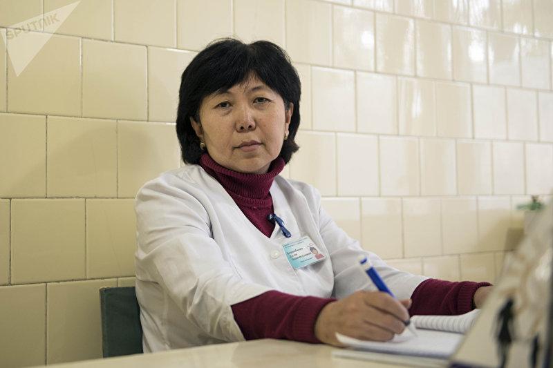 Детский гинеколог Диля Боромбаева в кабинете