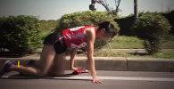 Сильно! Бегунья стерла колени до крови, но доползла до финиша. Видео