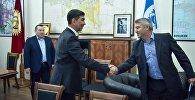 Мэр Бишкека Азиз Суракматов встретился с послом Великобритании в КР Робином Орд-Смитом