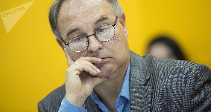 Директор Ассоциации издателей Кыргызстана Олег Бондаренко на круглом столе в пресс-центре Sputnik Кыргызстан