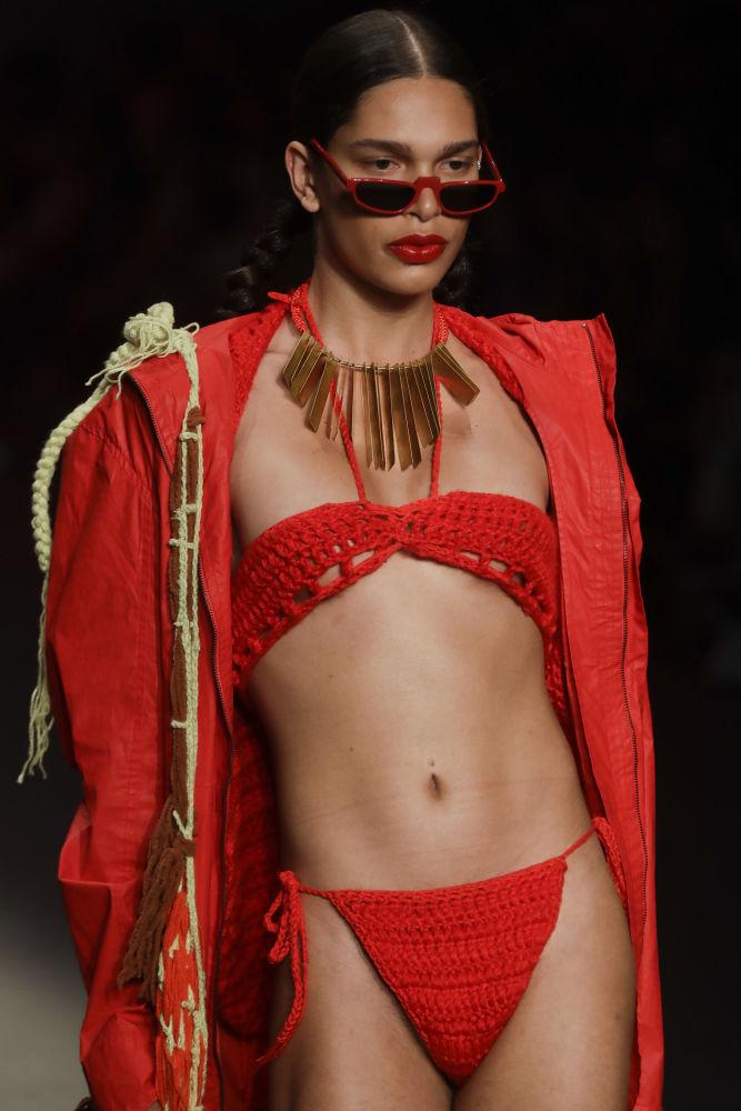 На бразильской неделе моды в Сан-Паулу дизайнеры представили новейшие творения