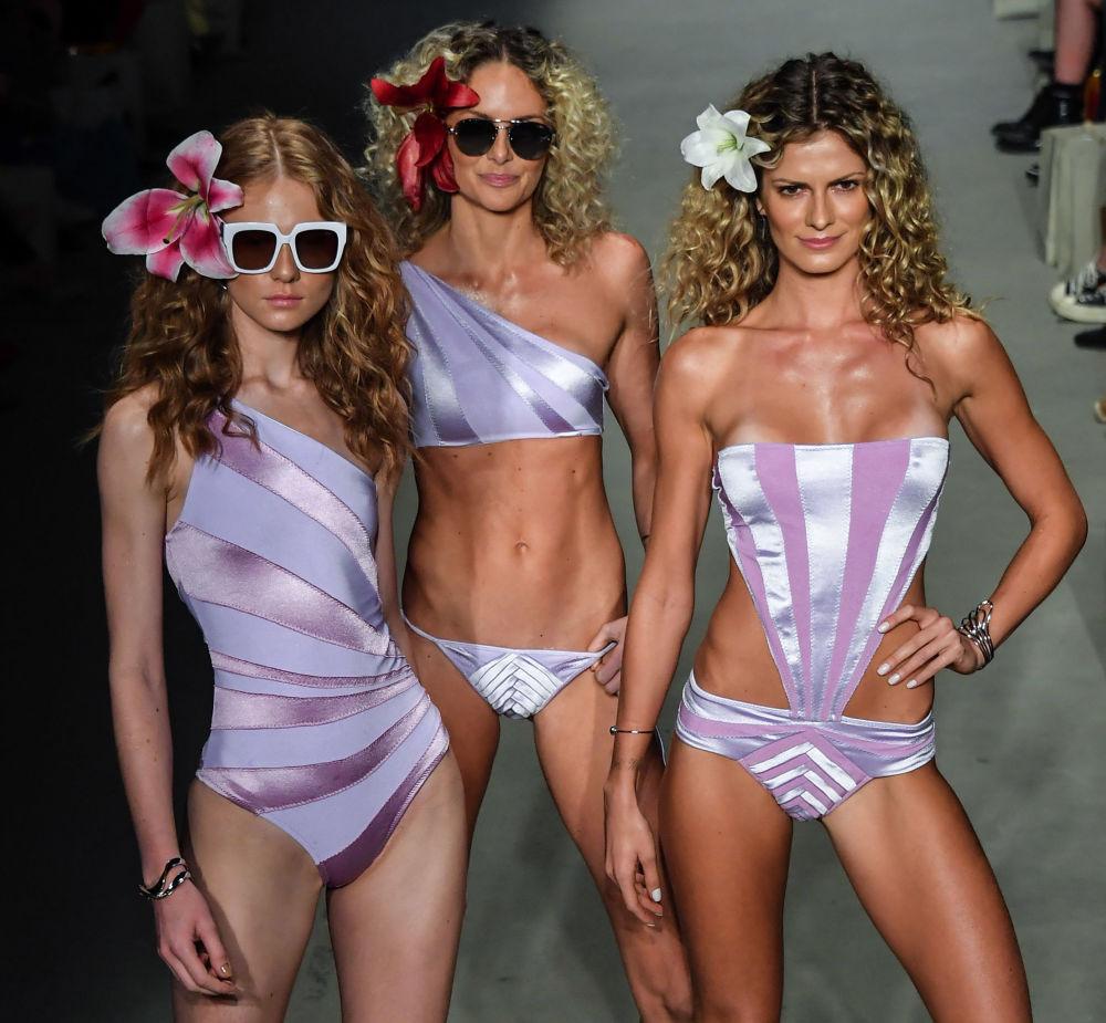 Показ мод проводится дважды в год в октябре и апреле