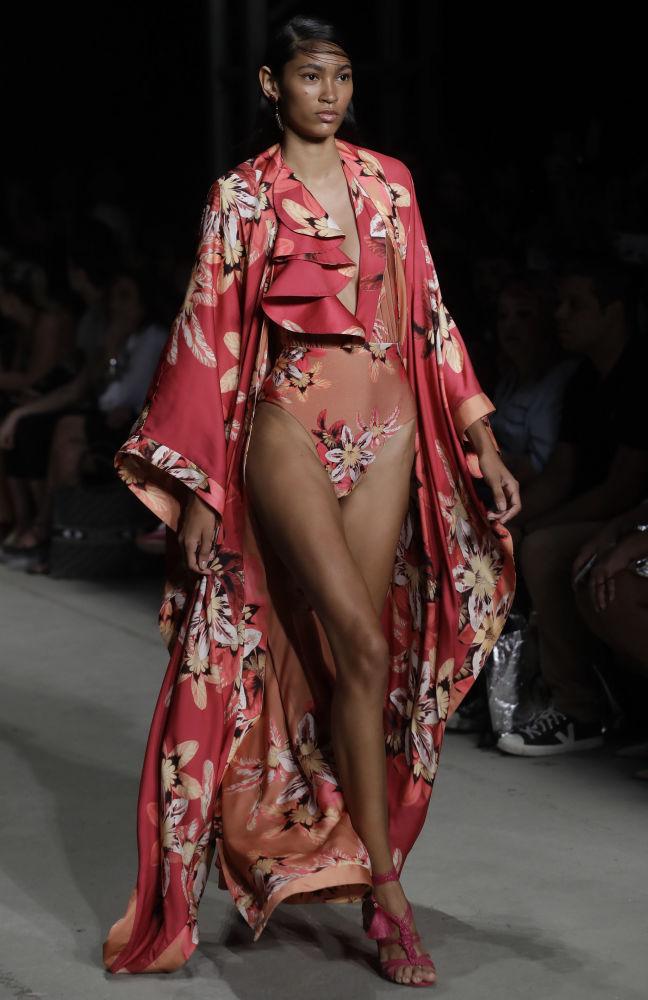 Наряды на этой неделе моды отличают экстравагантностью