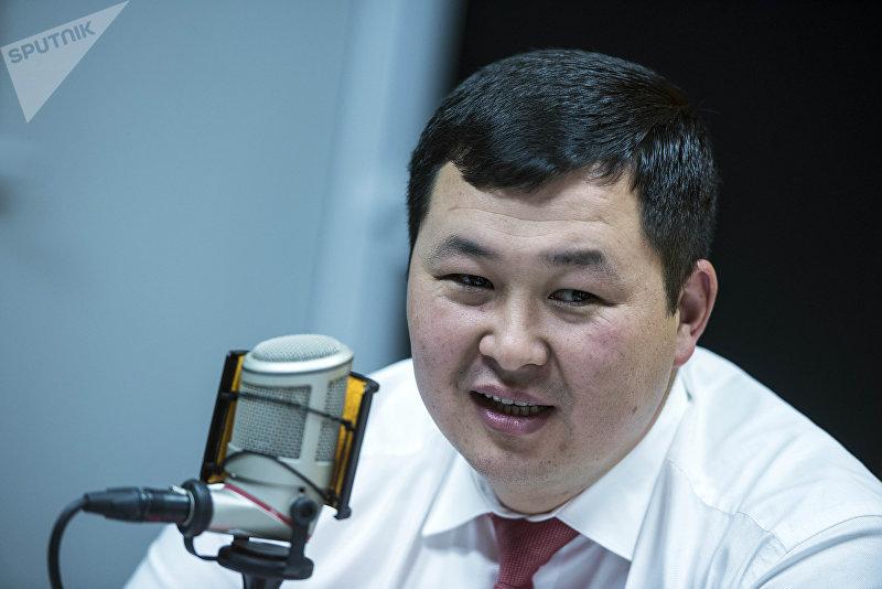 Новый директор ЗАО Альфа Телеком Акылбек Жамангулов во время интервью на радио Sputnik Кыргызстан