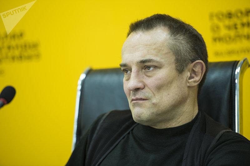 Гендиректор аналитического центра Стратегия Восток — Запад Дмитрий Орлов в ходе видеомоста в мультимедийном пресс-центре Sputnik Кыргызстан