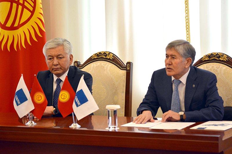 Экс-президент, председатель Социал-демократической партии Кыргызстана Алмазбек Атамбаев встретился с депутатами и обсудил ряд вопросов