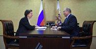 Президент РФ Владимир Путин и губернатор Ханты-Мансийского автономного округа – Югры Наталья Комарова во время встречи в Ханты-Мансийске.