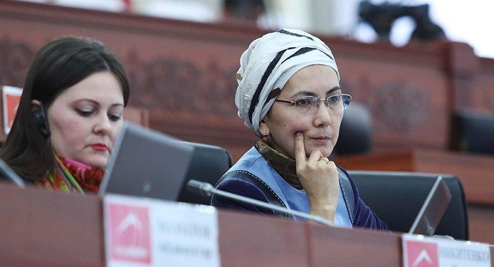 Экс-депутат Аида Салянова. Архивдик сүрөт