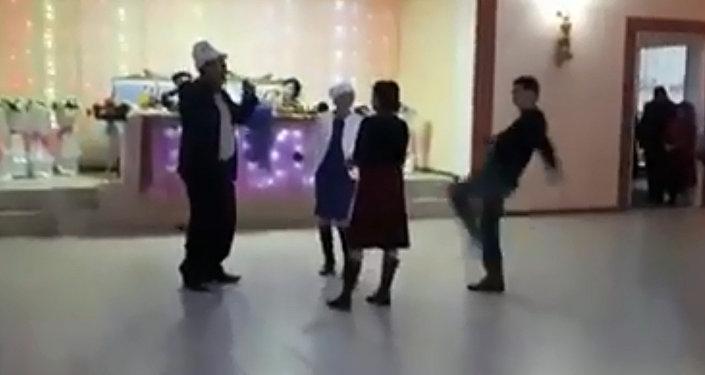 Мужчина пнул женщину на тое — МВД Кыргызстана прокомментировало видео