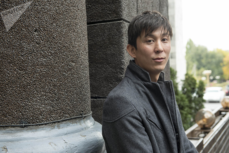 Журналист и ведущий телеканала Апрель Эрулан Кокулов