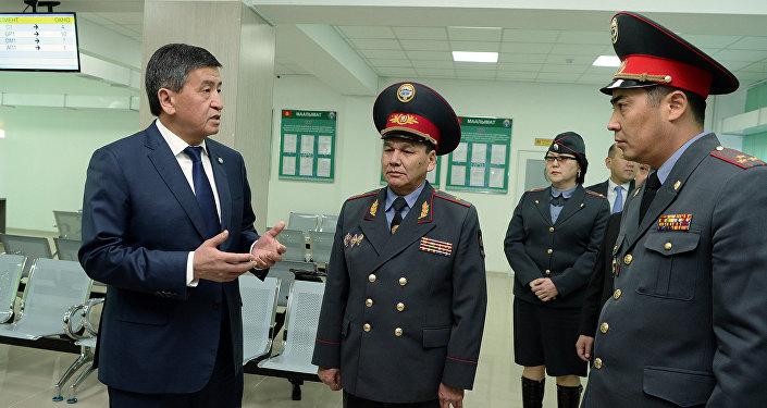 Президент Сооронбай Жээнбеков сегодня, 27 октября, посетил готовящийся к открытию Центр предоставления государственных услуг МВД