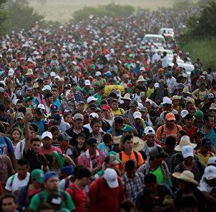 Мигранты из Центральной Америки направляются в США