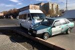 Столкновение маршрутки и легкового автомобиля в Восток-5