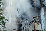 Тушение пожара в квартире. Архивное фото