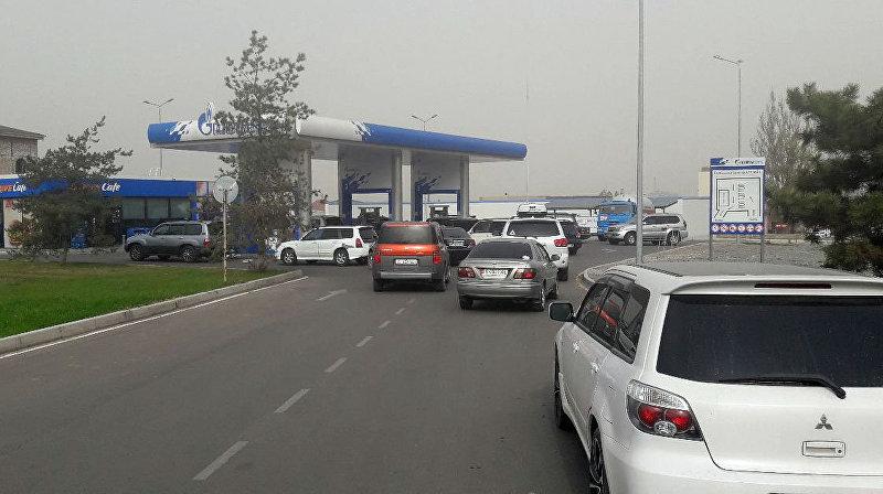 Очередь на заправку Газпром нефть Азия в Бишкеке