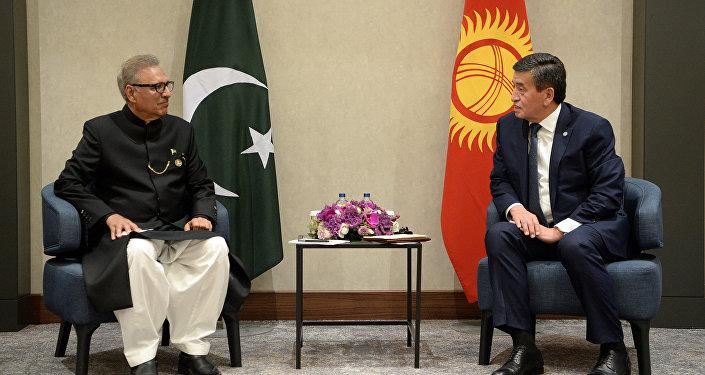 Главы двух стран встретились в Стамбуле, куда с рабочим визитом полетел Жээнбеков
