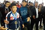 Как в аэропорту встретили борца Жоламана Шаршенбекова — призера ЧМ. Видео
