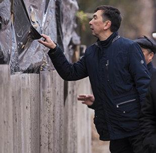 Прогулка мэра Бишкека Азиза Суракматова и его команды по Бишкеку