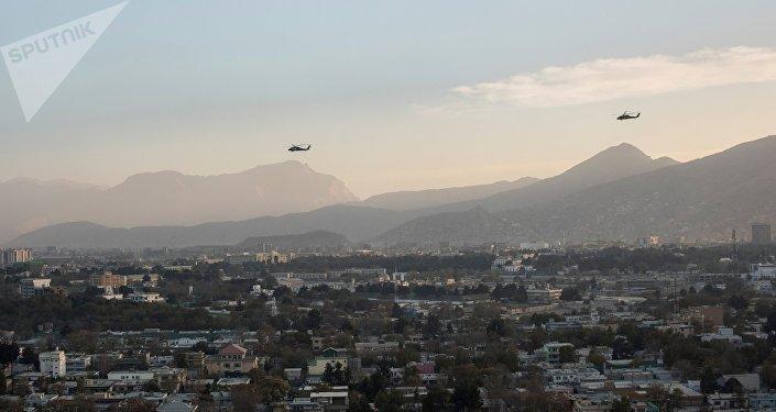 Вертолёты вооруженных сил коалиции в небе над Кабулом. Архивное фото