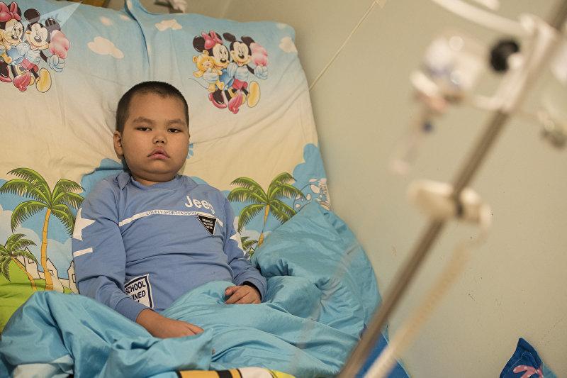 Восьмилетний Эльдар болеющий лейкозом