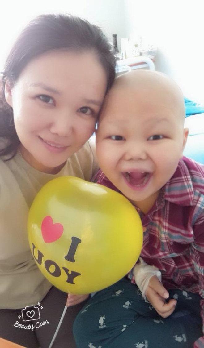 Кыргызстанка Айнура Калиева с сыном Эльдаром