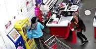 В России женщина родила прямо у кассы в супермаркете — видео