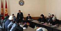 Окутууларды өткөрүүгө Дин иштери боюнча мамлекеттик комиссиянын жетекчиси Зайырбек Эргешов катышууда