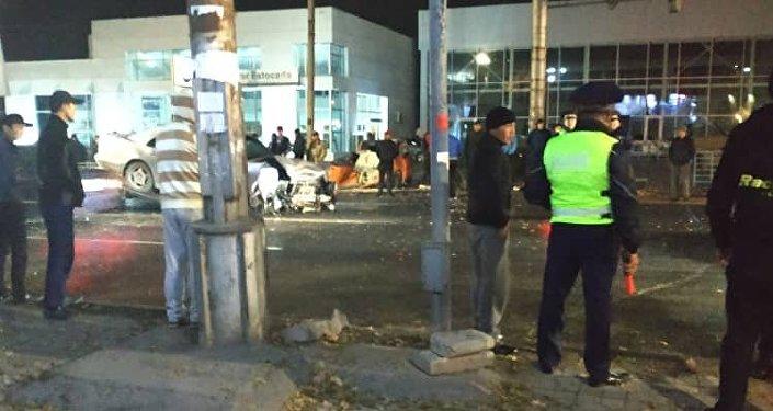 Бишкекте ири жол кырсыгы болгонун күбө айдоочулардын WhatsApp тиркемесиндеги тобуна маалымдады