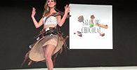 Аппетитно! Девушки в шоколадных платьях вышли на подиум — видео