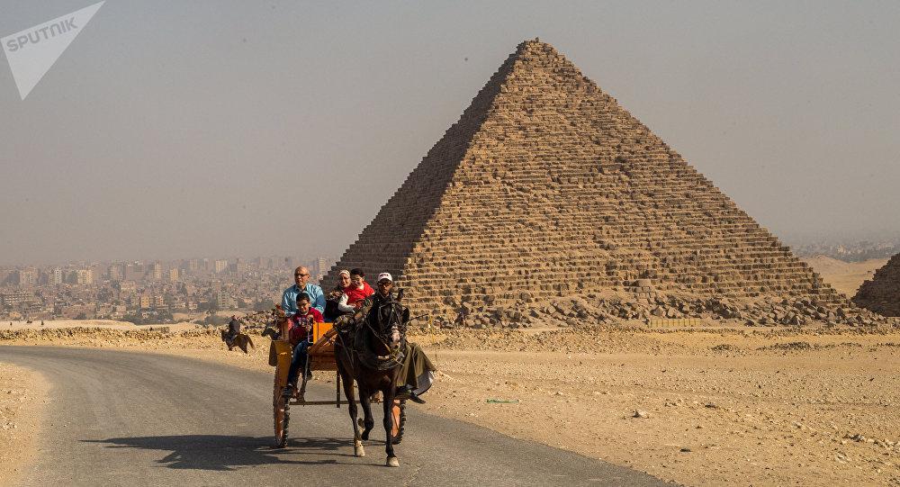Египеттеги Микерина пирамидасы. Архивдик сүрөт
