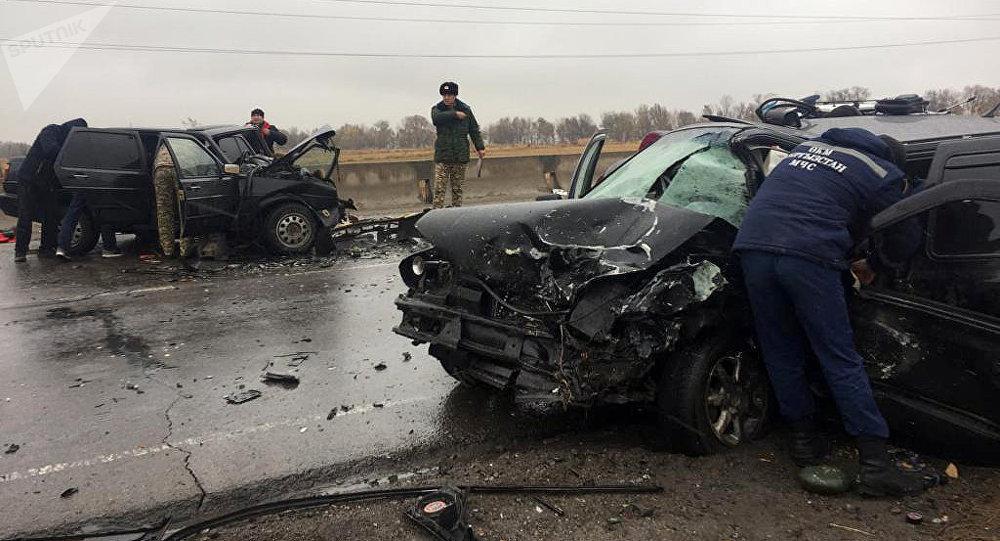 Столкновение авто на объездной трассе близ Бишкека