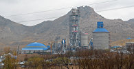 Аравандагы цемент заводу. Архивдик сүрөт