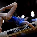 Российская гимнастка Ирина Алексеева выполняет упражнения на бревне