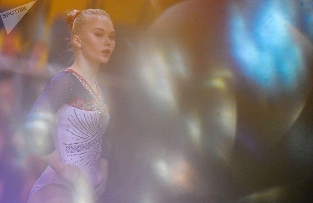 Ангелина Мельникова из России во время соревнований в финале индивидуального многоборья среди женщин