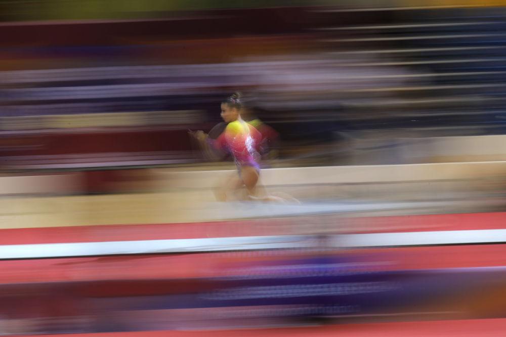 Бразильская художественная гимнастка Флавия Сараива